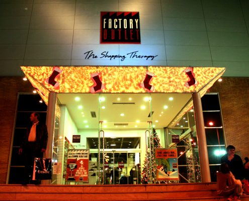 FACTORY OUTLET-SHOPPING MALL-2005